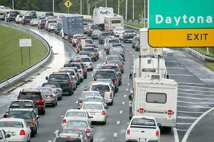 Stockender Verkehr auf der Interstate 95 in Daytona Beach: Etwa 2,5 Millionen Menschen wurden aufgefordert, ihre Häuser vorläufig zu verlassen