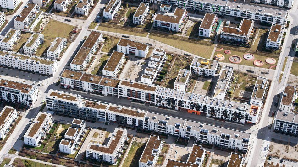 Wohnanlage in München: Bezahlbarer Wohnraum ist knapp in Deutschland - ebenso wie Lösungen für die Wohnungsnot.