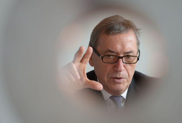 Ende des Jahres geht Volkswagens Personalvorstand Horst Neumann in den Ruhestand - einen Nachfolger will der Konzern erst im November benennen