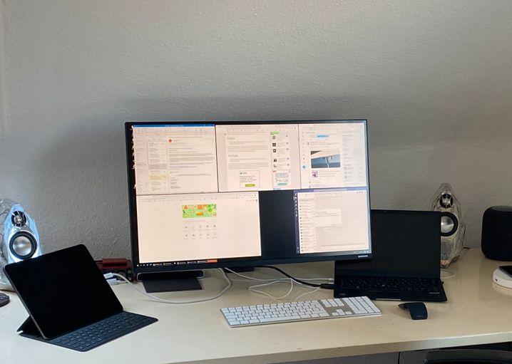 So macht die Arbeit im Heimbüro Spaß: mit einem großen Bildschirm, der Platz und Übersicht bietet