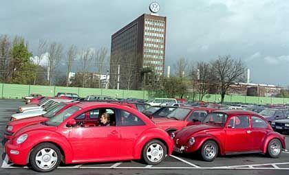 Parkplatz vor der VW-Zentrale Wolfsburg: IG Metall zeigt sich unzufrieden
