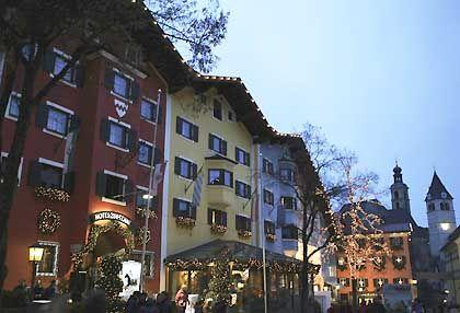 """Kitzbühel: Mehrere Ausgaben """"Bunte"""" und """"Gala"""" ließen sich mit Kitzbühler G'schichten füllen, nicht nur mit solchen von der Skipiste."""