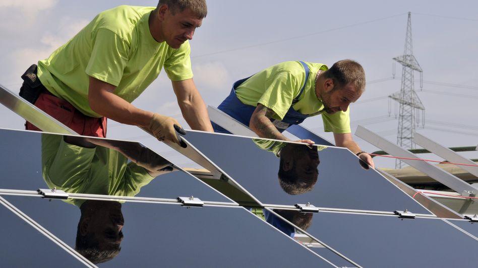 Sonnenstrom: Wer für seine Dachanlage beim Versorger bis 24. Februar einen Antrag auf Netzanschluss gestellt hat, hat bis zum 30. Juni Zeit, die Module in Betrieb zu nehmen