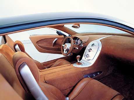 Kühles Innenleben: Gebürstetes Aluminium und Nubukleder bestimmen das Bugatti-Interieur