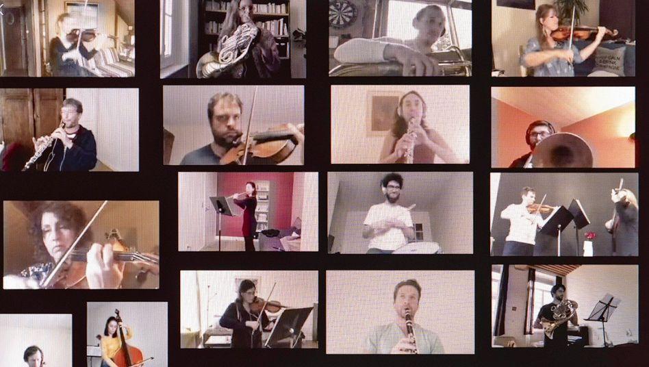 """Die Musikerinnen und Musiker des """"Orchestre National de Lyon"""" bei einer digitalen Probe während der Kontaktbeschränkungen."""