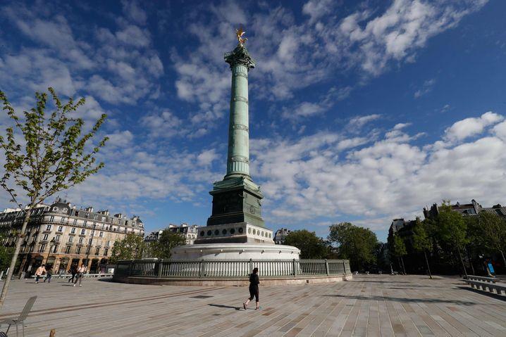 Place de la Bastille in Paris, Mitte April