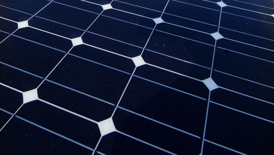 Bau einer Solaranlage in Bayern: Die neuen Energien sollen die Kohlekraft langfristig aus dem deutschen Energiemix verdrängen.