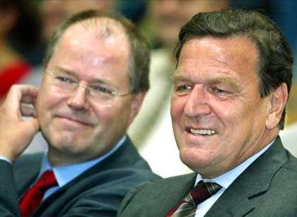 """Pacta sunt servanda"": Bundeskanzler Gerhard Schröder mit Ministerpräsident Peer Steinbrück"