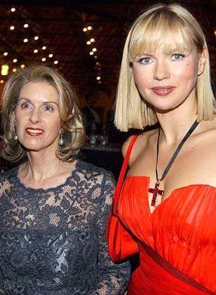 Ausdauernd: Madeleine Schickedanz (im Bild mit Schauspielerin Veronica Ferres) verbringt fast das ganze Jahr am Hang