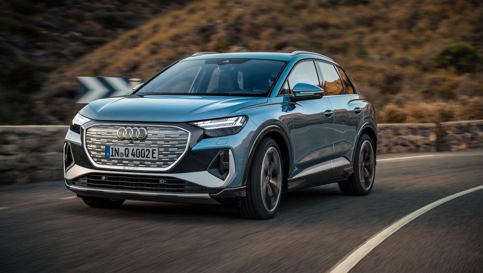 """Ermöglicht den """"Einstieg in die elektrische Welt von Audi"""": So beschreibt Audi-Chef Markus Duesmann den nun vorgestellten, mindestens 42.000 Euro teuren Audi Q4 E-tron"""