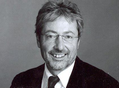 Zu viele Steuerschlupflöcher, zu kleine Visionen und unsensible Topmanager: Professor Hans-Peter Müller von der Berliner Humboldt-Universität beschreibt die Lage am Standort D als hochkritisch