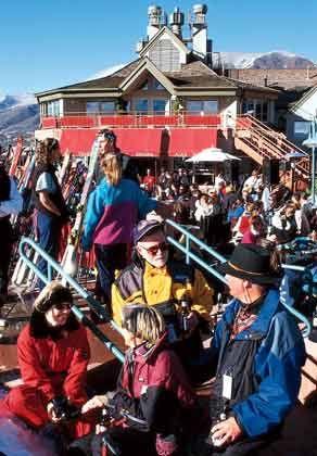 "Apres Ski: Beliebter Treffpunkt ""Ajax Tavern"""
