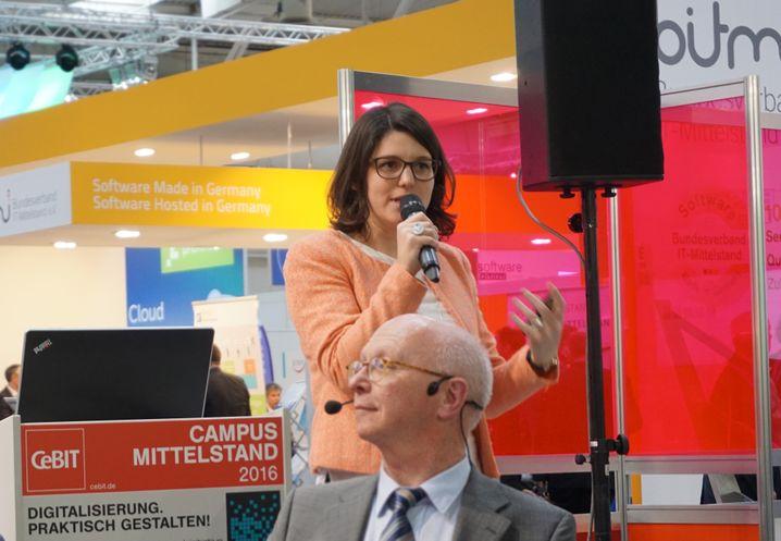 """""""Handwerker stecken oft im Hamsterrad fest"""": Julia Kasper, Gründerin der Tischlerplattform holzgespür.de"""