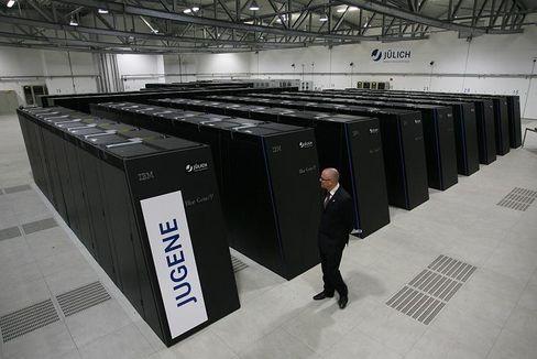 Super Rechner: Jugene in Jülich schafft eine Billiarde Operationen pro Sekunde