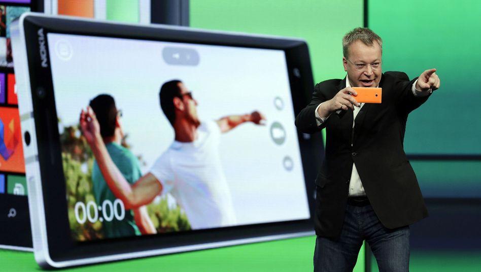 Da geht´s hin: Stephen Elop wechselte von Microsoft zu Nokia und kehrte heim zum Mutterkonzern, als Nokias Handysparte von Microsoft geschluckt wurde. Nun geht Elop, an die Spitze der Gerätesparte tritt Terry Myerson