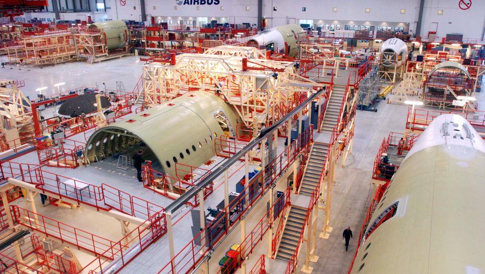 Airbus-Produktion Hamburg: Die Geschäfte für Airbus laufen sehr gut. Der Luftfahrtkonzern profitiert von der hohen Nachfrage nach Zivilflugzeugen und will die Produktion der Mittelstreckenjets auch in Hamburg ausbauen