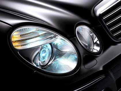 Hoffen auf die E-Klasse: Detailaufnahme des überarbeiteten Mercedes-Modells