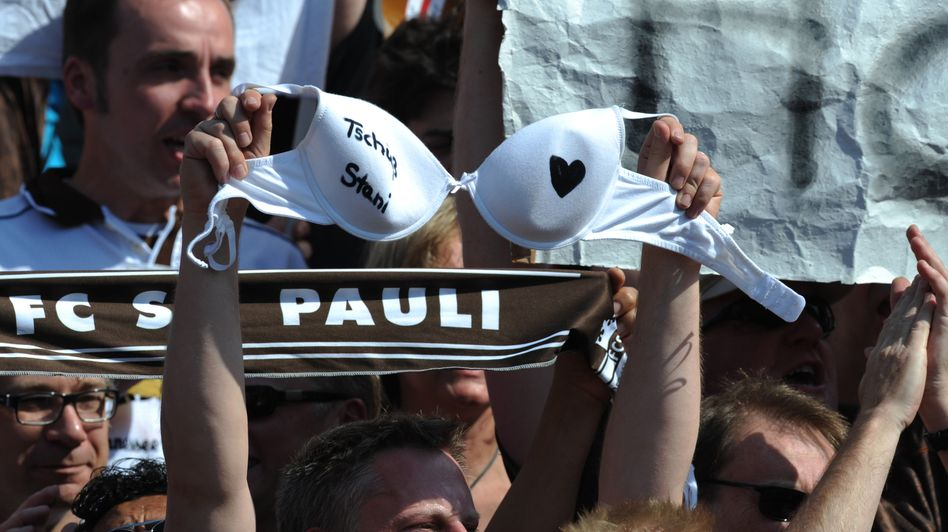 Treue Fans: Die Anhänger des FC St. Pauli zeichneten die Anleihe des Clubs über sechs Millionen Euro binnen kurzer Zeit