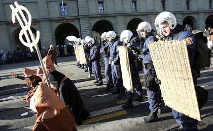 Gegen die Globalisierung: Demonstranten besetzen die Straße
