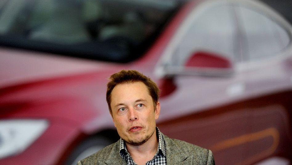 Tesla-Chef Elon Musk schürte selbst die Erwartungen, sprach von möglichen 100.000 Auslieferungen im Quartal. Die hat der Autobauer im dritten Jahresviertel aber nicht erreicht.