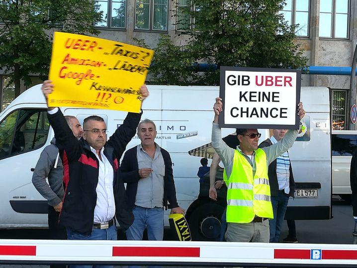 Taxifahrer protestieren gegen Uber in Berlin