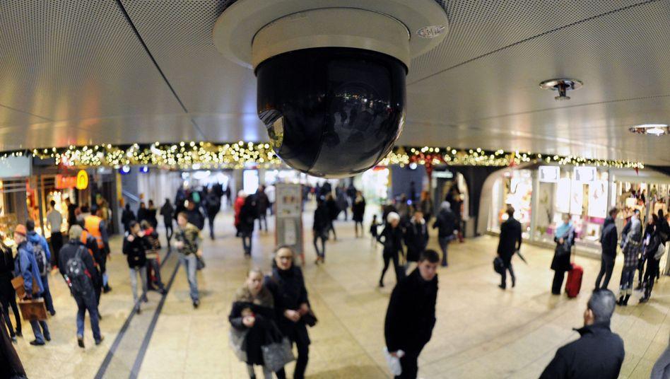 Shopping-Center: Der Einzelhandel findet nichts dabei, seine Kunden und sein Verkaufspersonal unentwegt zu filmen