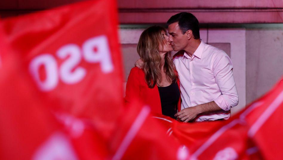 Ministerpräsident Pedro Sanchez mit seiner Frau Begona Gomez