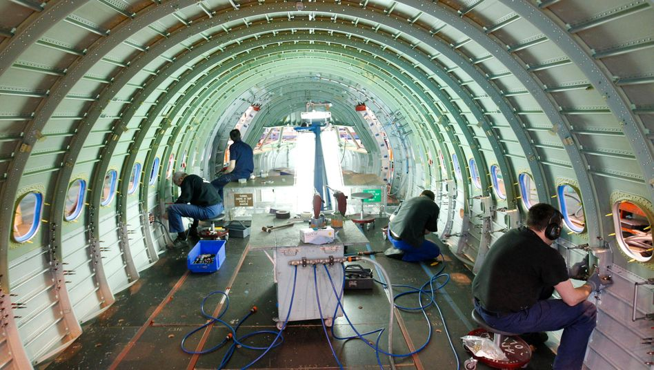 Produktion bei Airbus: Die Beschäftigung in Deutschland stieg 2011 um 1,3 Prozent