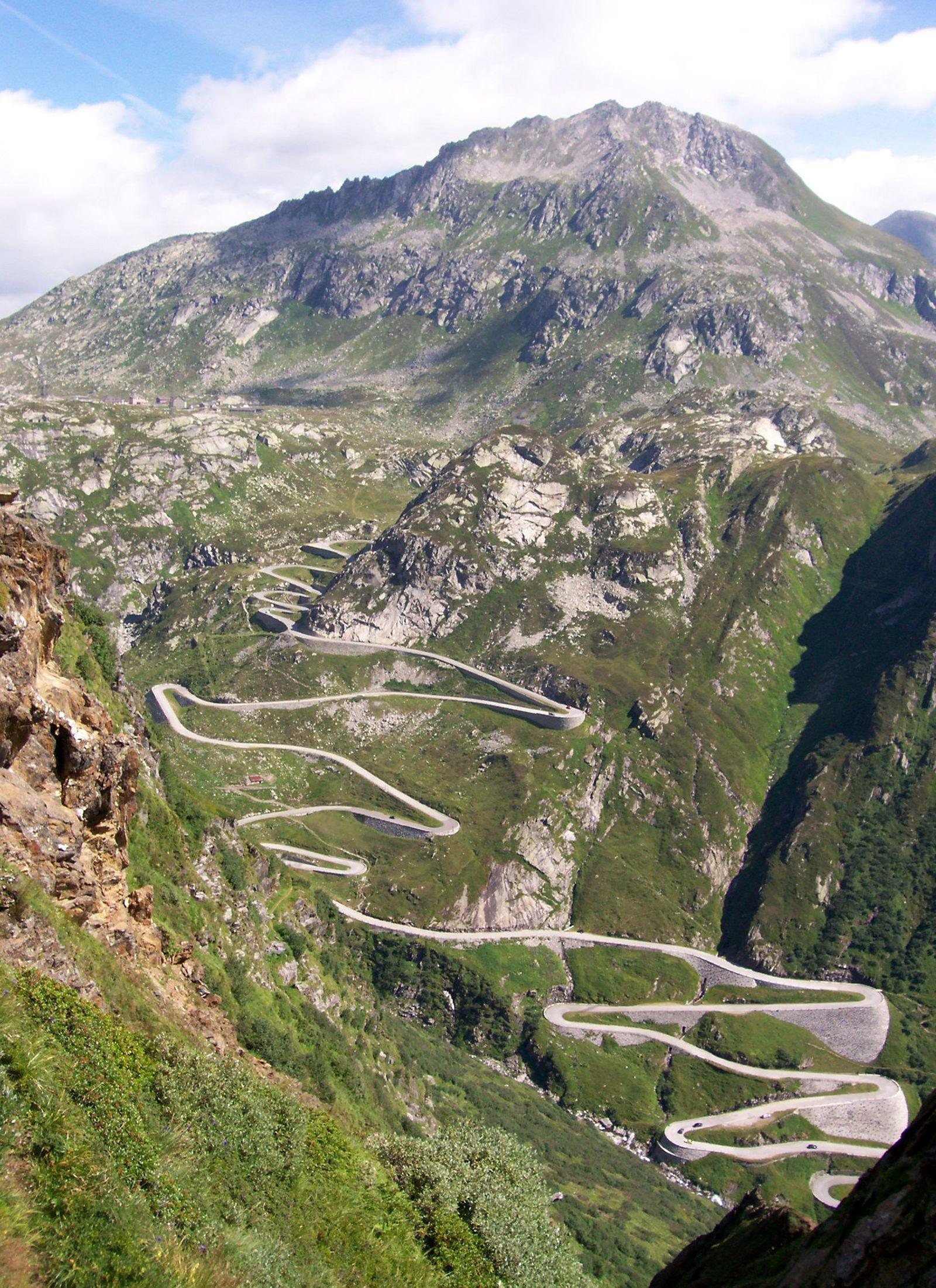 EINMALIGE VERWENDUNG Unterwegs im Herzen der Alpen -Italienisches Flair im Alto Ticino