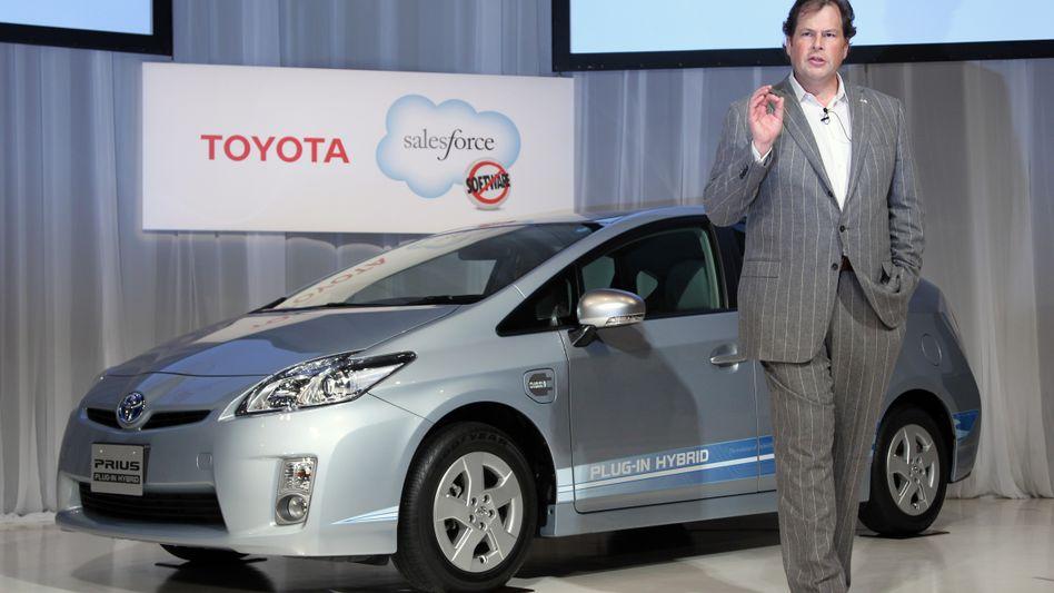 Mein Auto, mein Feund: Marc Benioff, CEO des Softwareunternehmens Salesforce.com, präsentiert den jüngsten Deal der Amerikaner - ein soziales Netzwerk für Toyota-Fahrer