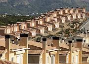 """Häuserreihe in Spanien: """"Abhängigkeit von Ziegelsteinen"""""""