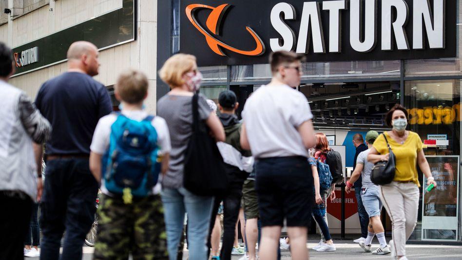 Immer etwas trubelig: Die Ceconomy-Führung muss sich bei der Komplettübernahme der Media-Saturn-Holding in Geduld üben - Aktionärsklagen verzögern die Transaktion