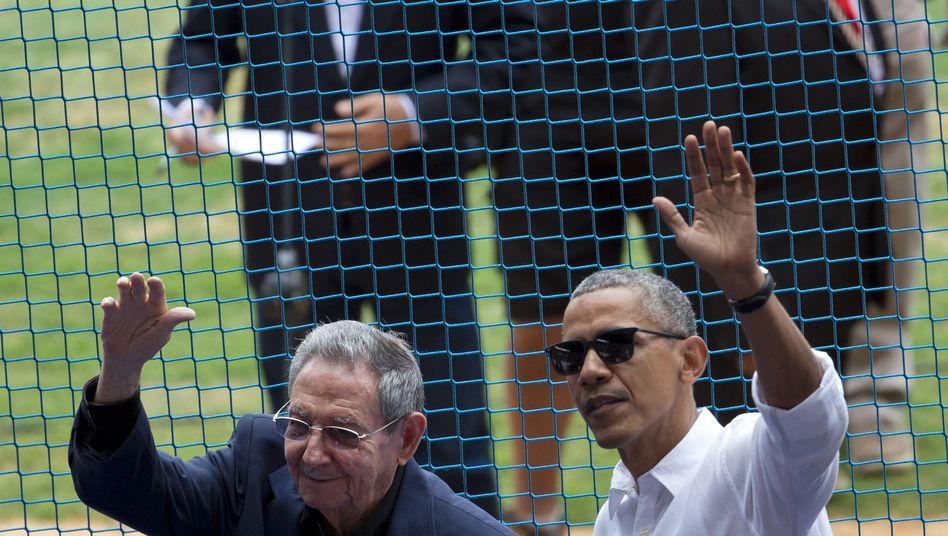 Barack Obama und Raul Castro im Baseball Stadion von Havana: Wirklich schlecht ist die Stimmung nie
