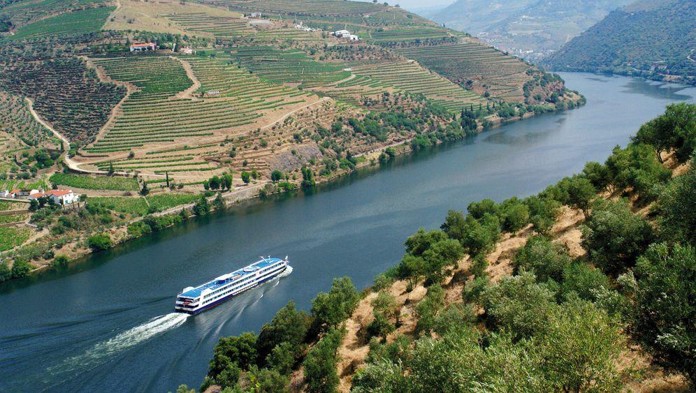 Flussfahrt auf dem Douro: Raue Schönheit