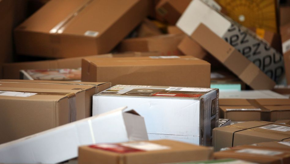 Paketflut Mit der Zahl der Online-Bestellungen steigt auch die Zahl der Retouren - die zurückgesendete Ware nimmt dann verschiedene Wege