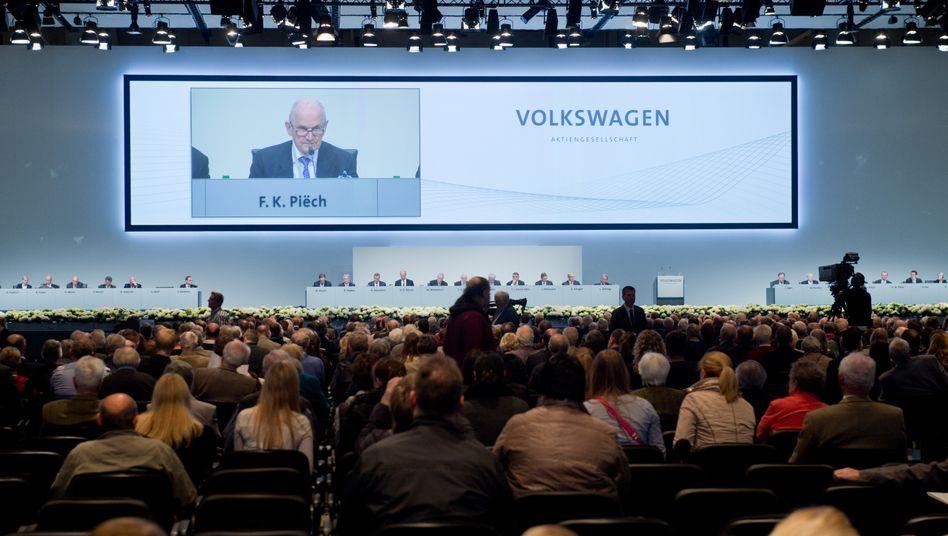 Der VW-Patriarch hat das Wort: Ferdinand Piech erläutert den Aktionären auf der Hauptversammlung, warum die Komplettübernahme von Scania wichtig ist