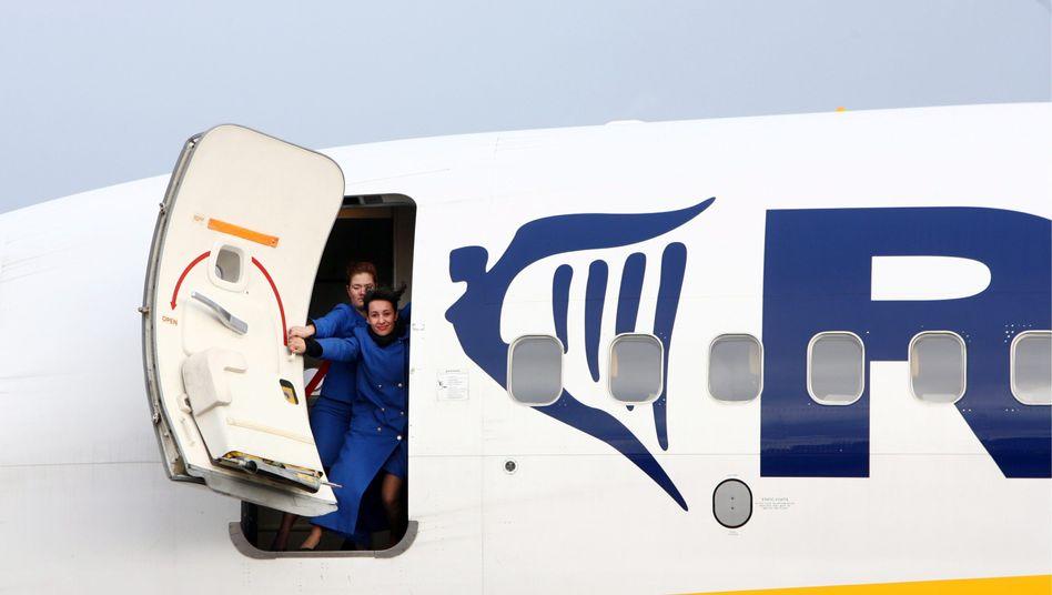 Flugzeug von Ryanair: Im Winter blieben 80 Flugzeuge am Boden, die Preise stiegen um 17 Prozent