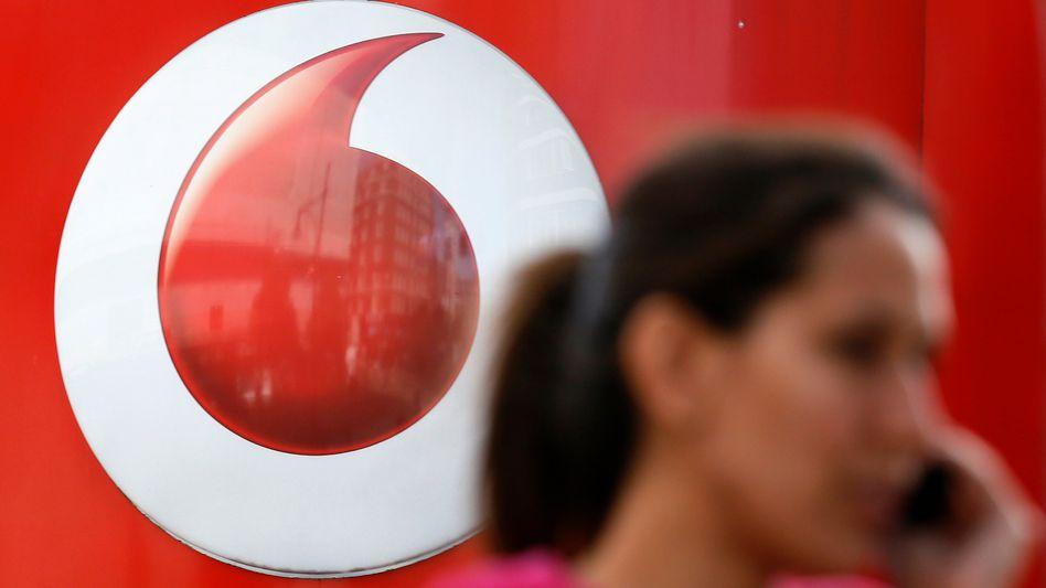 Die Service-Erlöse, bei denen Subventionen für Handys und Währungsschwankungen herausgerechnet werden, sanken bei Vodafone nur noch um 1,5 Prozent - weniger als Analysten erwartet hatten