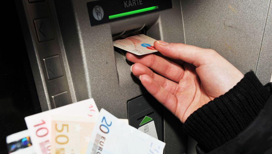 Geld von der Bank: Künftig wollen die Institute im Pleitefall weniger garantieren