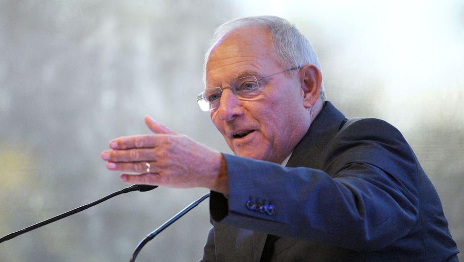 Finanzminister Schäuble (Archivbild): Private Investoren am Straßenbau beteiligen