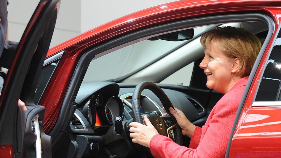 Bundeskanzlerin Angela Merkel auf der IAA (Archivaufnahme)