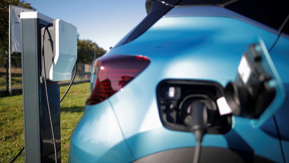 Die Zuhause-Ladestationen für Elektroautos werden günstiger: Künftig fördert die KfW den Einbau
