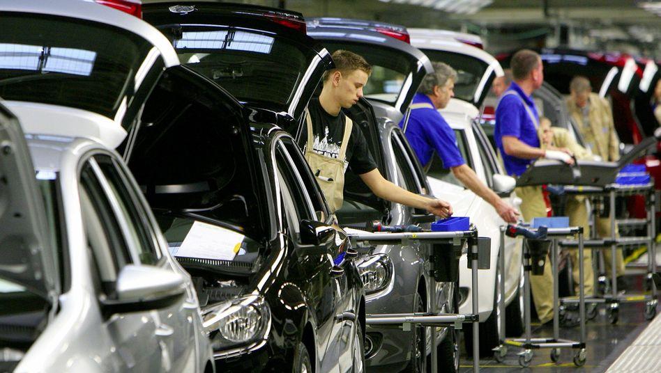 Autoproduktion: Die Branchenkrise hat insbesondere den Zulieferunternehmen zugesetzt. Nun startet ein Krisenkenner einen neuen Anlauf