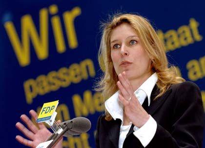 Mit 92 Prozent wählte die FDP Silvana Koch-Mehrin zur Spitzenkandidatin für die Europawahlen am 13. Juni 2004. Die studierte Volkswirtschaftlerin ist Partnerin bei Policy Action Ltd., einer Unternehmensberatung für Strategieplanung und Europaberatung.