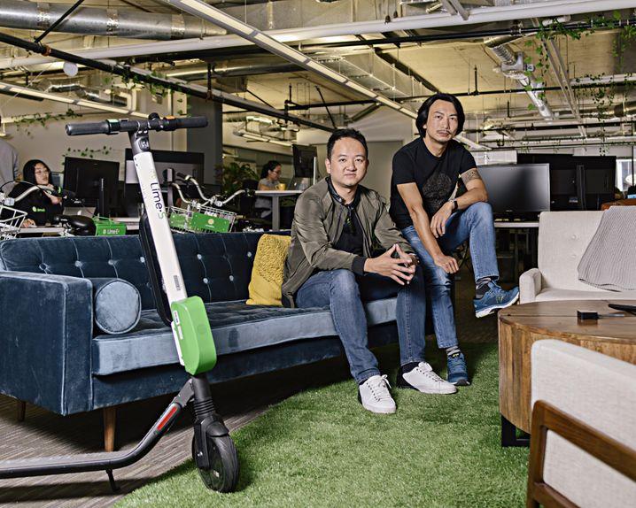 Kampfbereit: Die Chinesen Toby Sun und Brad Bao (r.), Gründer von Lime, streben die Vorherrschaft im Rollergeschäft an.