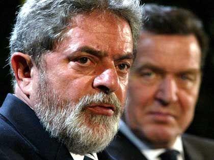 Stippvisite: Brasiliens Präsident Lula (l.) und Bundeskanzler Gerhard Schröder im Januar 2003 in Berlin