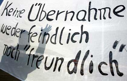 Proteste von Aventis-Mitarbeitern blieben ungehört. Die Angst vor Job-Verlust auf deutscher Seite bleibt
