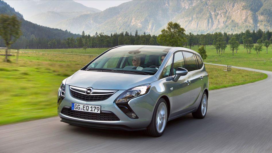 Opel Zafira: Der Wagen schaltet im Alltag oft die Abgasreinigung ab - Verkehrsminister Dobrindt lässt prüfen, ob das tatsächlich regelkonform ist