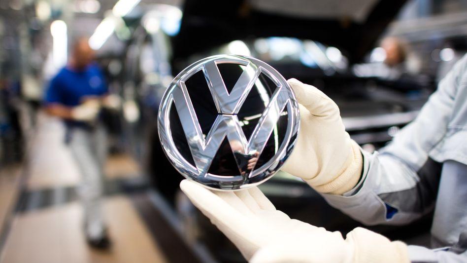 Volkswagen-Werk in Wolfsburg: Der Konzern hat seine Pläne für die Türkei wegen der Syrien-Offensive vorerst auf Eis gelegt