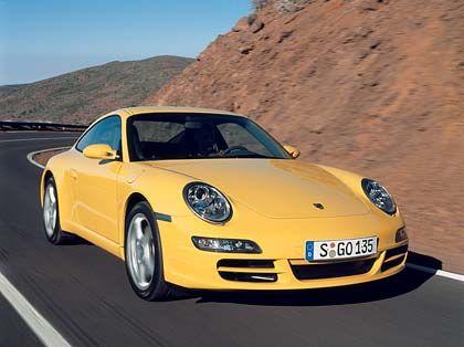 Porsche 911: Der Kauf eines echten Sportwagens beginnt bei Porsche mit der Baureihe 997. Die Basisversion 911 Carrera bietet für rund 77.000 Euro 325 muntere Schwabenpferdchen und eine Spitzengeschwindigkeit von 285 km/h. Das im Oktober auf den Markt kommende neue Topmodell Carrera 4S (355 PS, 288 km/h) soll - Vierradantrieb inklusive - knapp 93.000 Euro kosten. Im April leisteten sich hier zu Lande 521 Käufer einen geschlossenen und 511 einen offenen 911er.